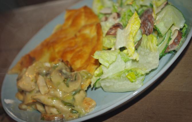Hähnchen-Pastete mit Salat