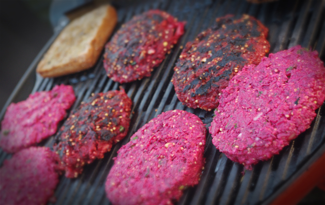 Veggie-Burger mit Rote-Beete-Patties