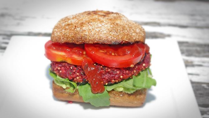 Veggie Burger aus roter Beete
