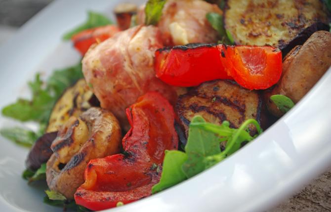 Lauwarmer Kräutersalat mit gegrilltem Gemüse