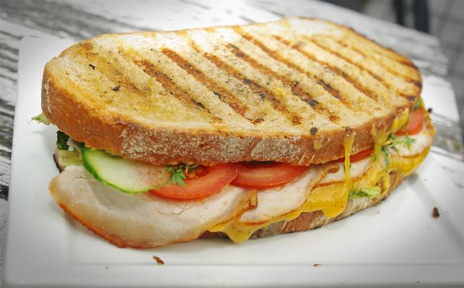 Frühstücks-Sandwich vom Grill